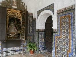 Tiles and virgin in the cloister