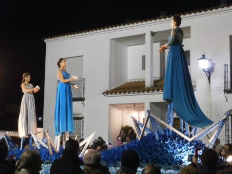Float of the Orient Star, represented by a woman in blue dress