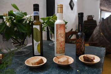 Basilippo olive oil paired with differen bread